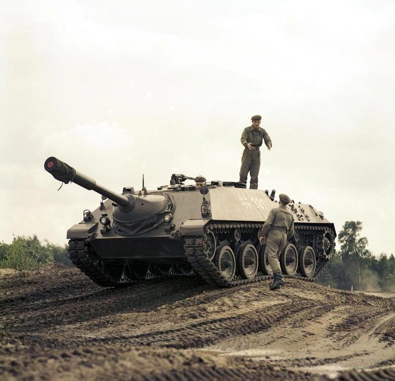 bundesarchiv_b_145_bild-f027425-0001_kanonenjagdpanzer_kanjpz_-_jagdpanzer_kanone_90_mm