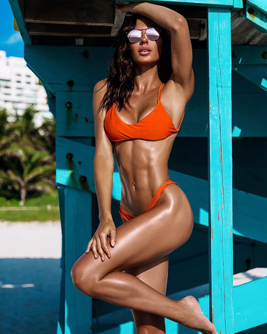 fitness-bikini-women-danny-gans-pee-wee